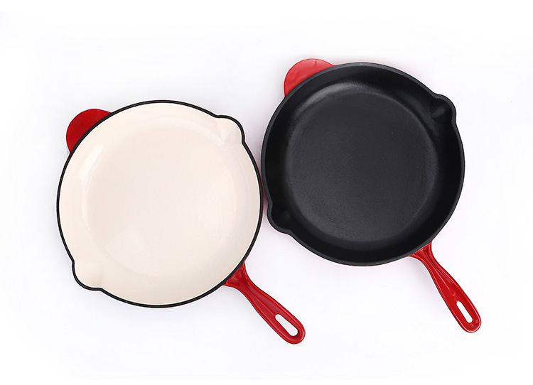 Enamel cast iron skillet with customized color